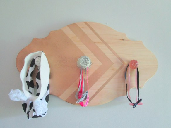 DIY Headband Holder // thegoldbrickroad.com