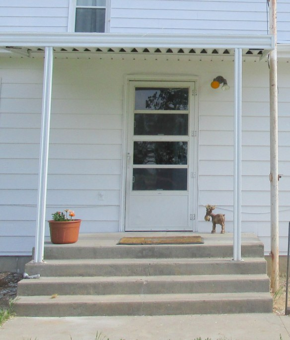 Quick (Cheap) Porch Redo // thegoldbrickroad.com